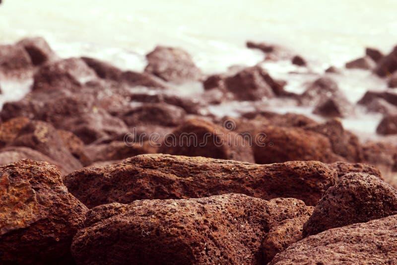 Können Steine eine Behinderung für Wasser sein lizenzfreie stockbilder