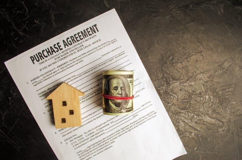Köpöverenskommelse Begreppet av att köpa ett hem, fastighet, lägenhet Servicefastighetsmäklare och fastighetsmäklare Sale/sålde h royaltyfri foto