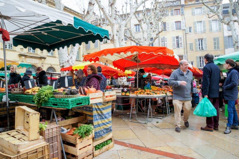 Köpare på marknaden arkivfoto