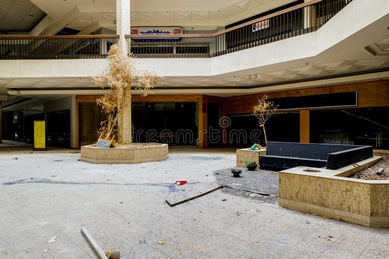 Köpcentrum - övergav Randall Park Mall - Cleveland, Ohio royaltyfri bild