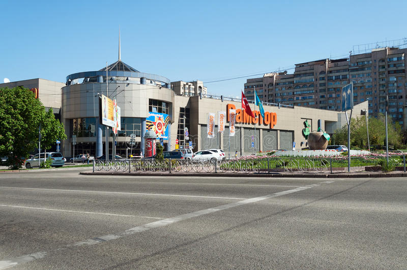 Köpcentrum i Almaty royaltyfria foton