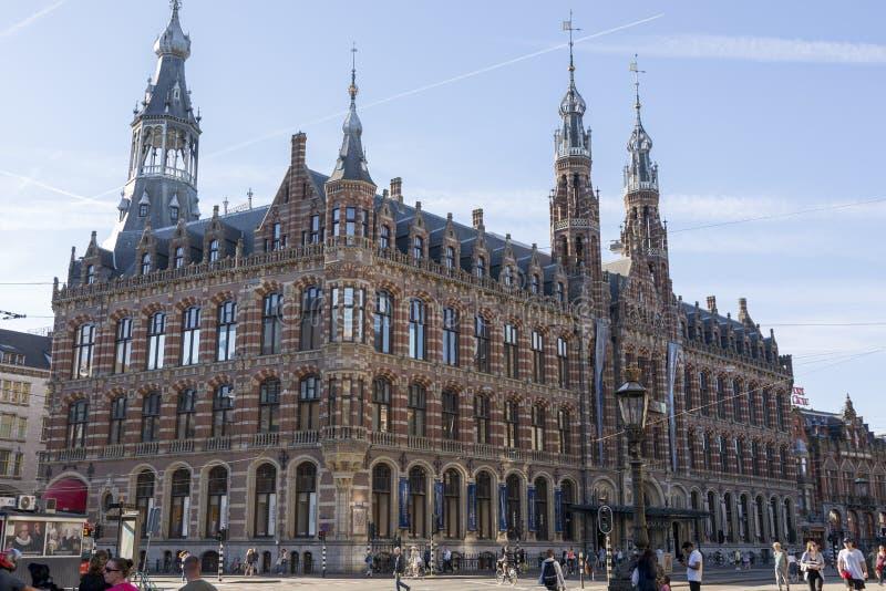 Köpcentrum Magna Plaza i mitten av Amsterdam arkivbilder