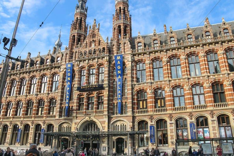 Köpcentrummagnumbuteljplaza i Amsterdam, Nederländerna royaltyfria foton