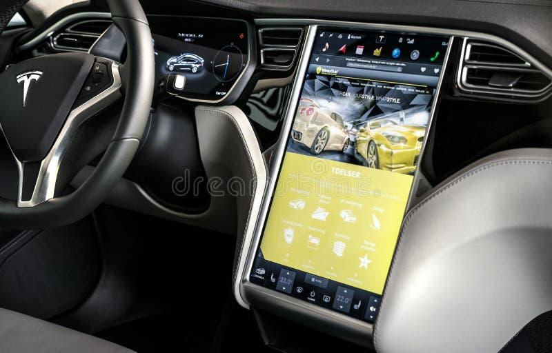 KÖPENHAMN DANMARK, DECEMBER - 28, 2015: Mer interier Tesla, modell arkivfoto