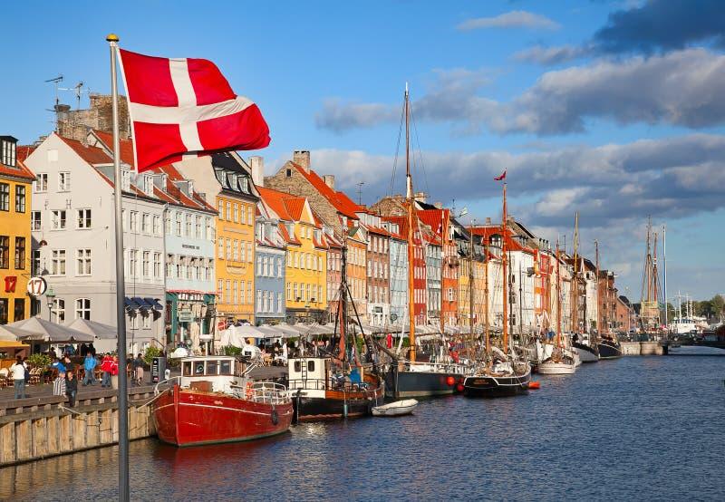 Köpenhamn (Nyhavn område) i en solig sommardag arkivfoto