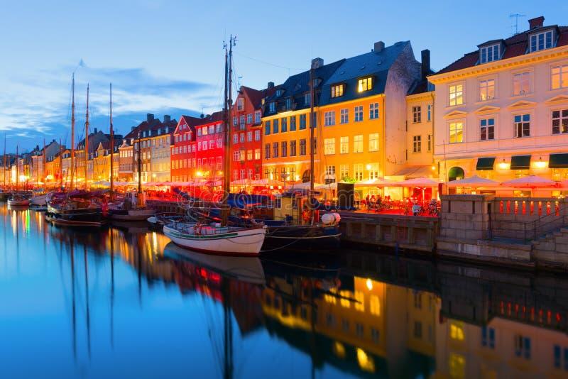 Köpenhamn på en sommarnatt royaltyfri bild