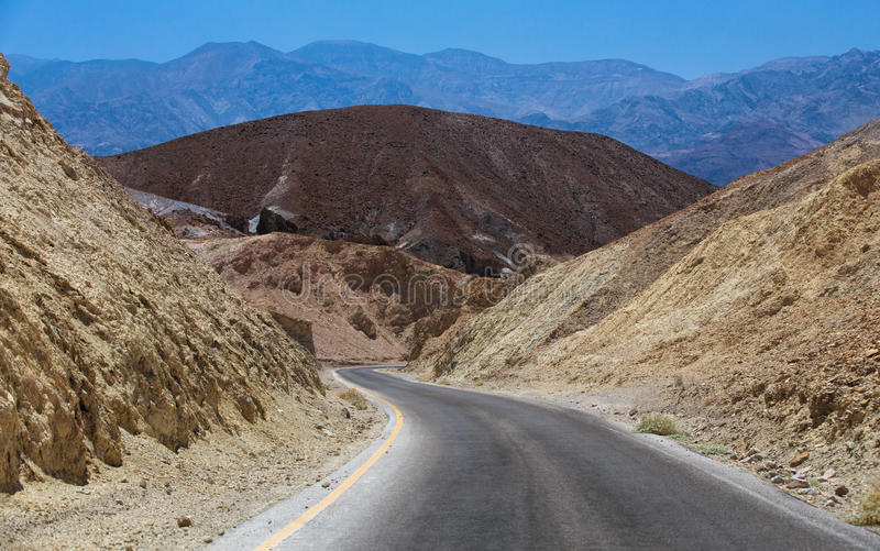 Kör i Death Valley royaltyfri fotografi