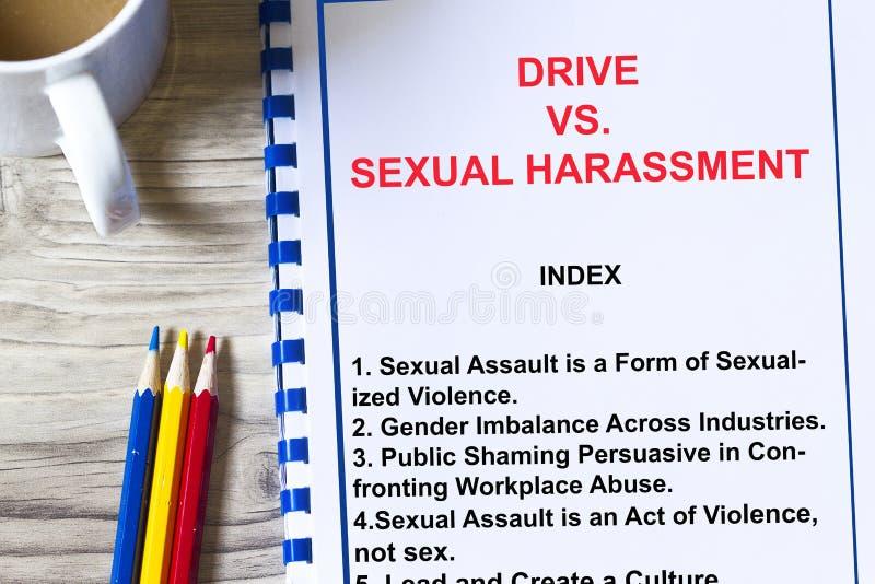 Kör vs sextrakasseri på arbetsbegreppet royaltyfri bild