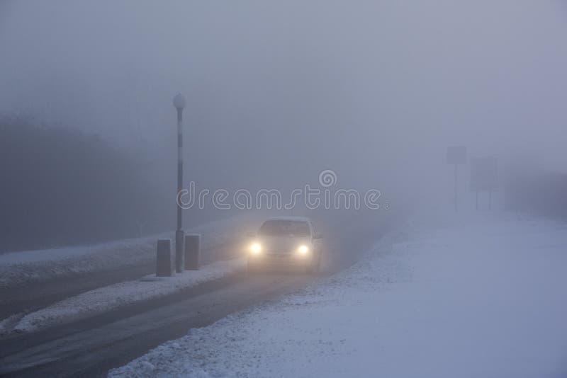 köra det förenade frysa kungariket för dimma royaltyfri bild