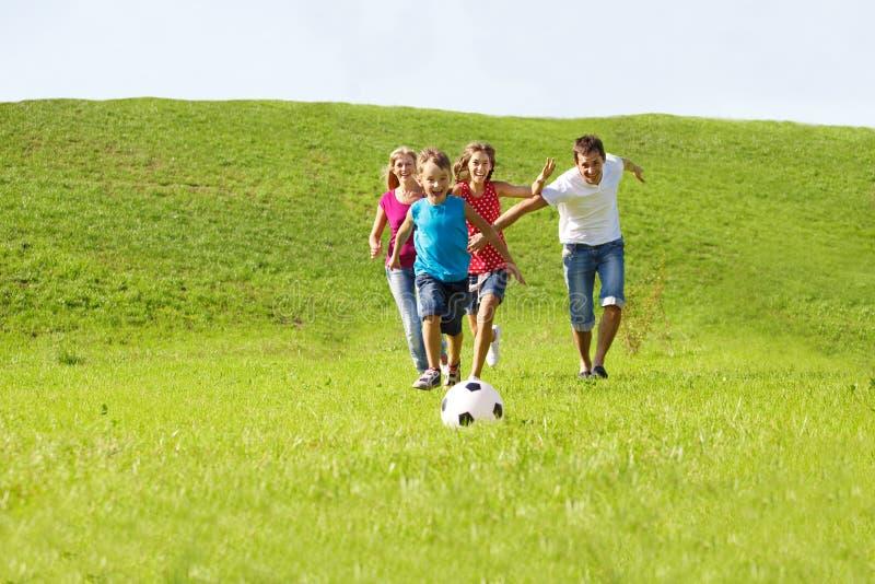 köra för ungeföräldrar royaltyfri bild