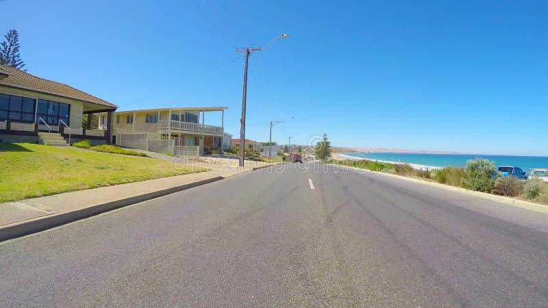 Köra längs promenaden med sikter av den Moana stranden, södra Australien royaltyfri bild