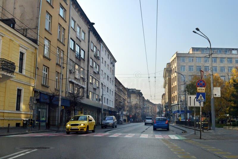 K?ra runt om staden av Sofia, huvudstaden av Bulgarien royaltyfri foto