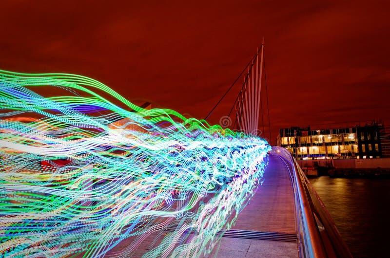 Köra till och med natten arkivfoto