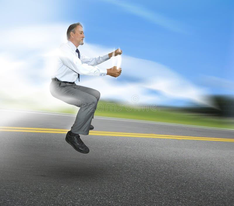 körning av mannen arkivfoton