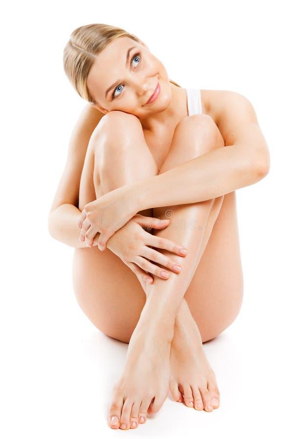 Körper-Hautpflege-Schönheit, dünne sinnliche Frauen-sitzendes Weiß lokalisiert lizenzfreie stockfotografie