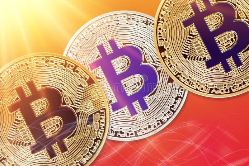 Körperliche Version neuen virtuellen Geldes Bitcoin mit buntem Sonnendurchbrucheffekt lizenzfreie stockfotos