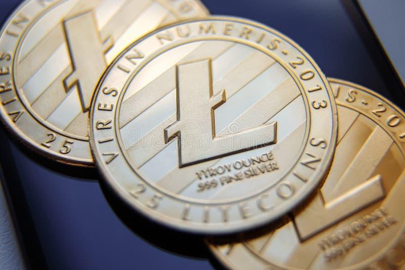 Körperliche Version von Litecoin, neues virtuelles Geld Begriffsbild für weltweites cryptocurrency und digitales Zahlungssystem f lizenzfreie stockfotos