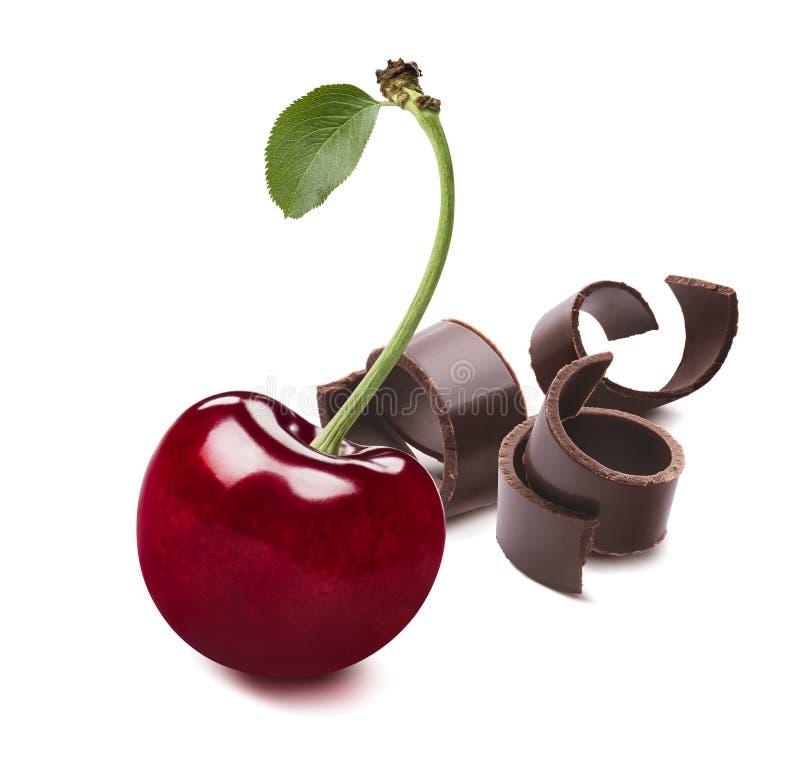 Körsbär med isolerad blad- och chokladkrullning royaltyfria bilder