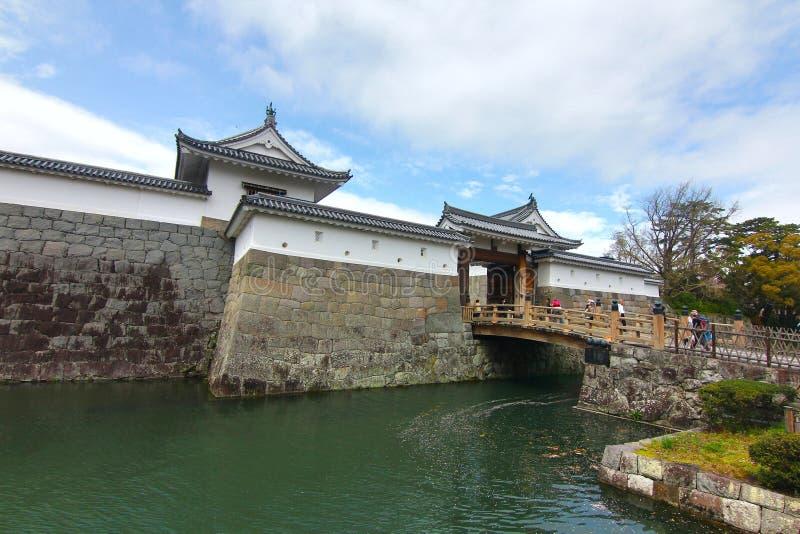 KÖRSBÄRSRÖD BLOMNING PÅ SUMPU-SLOTTEN I den SHIZUOKA STADEN, Japan royaltyfri bild