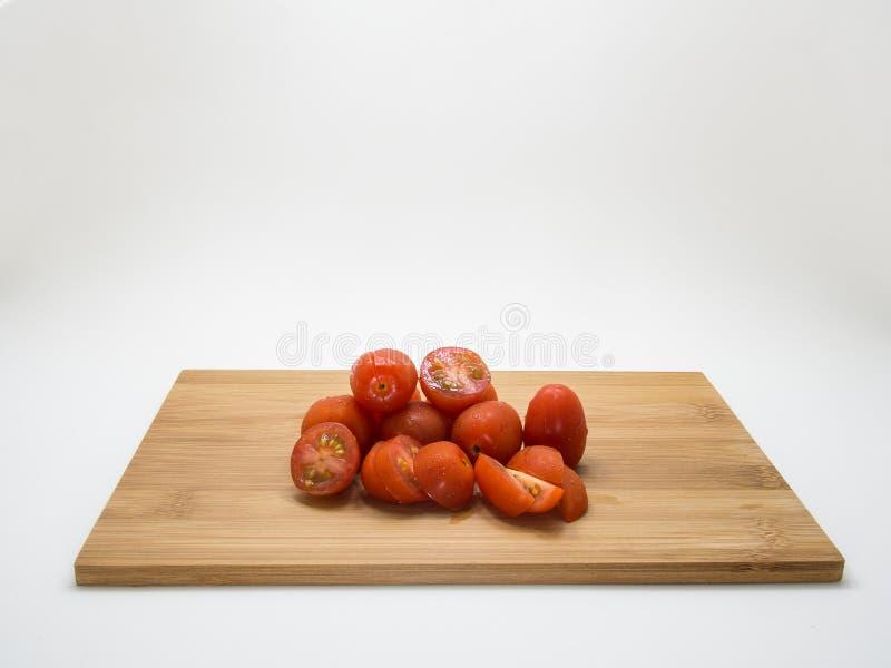 Körsbärsröd tomat arkivbilder