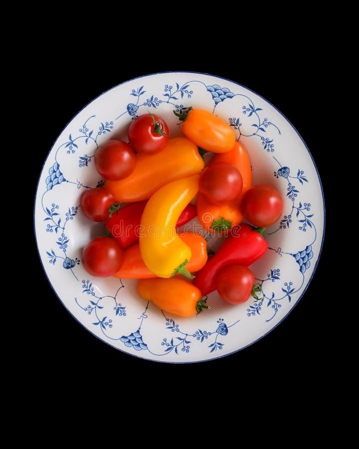 Körsbärsröda tomater och peppar royaltyfri fotografi