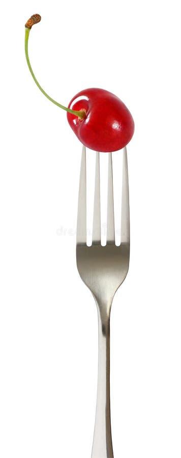 Körsbärsrött rött bär med stjälk på spetsat en gaffel som isoleras på vit bakgrund med urklippbanan royaltyfria foton