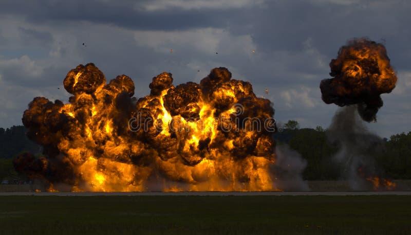 Download Kört bombardera arkivfoto. Bild av brand, explosion, rök - 518264