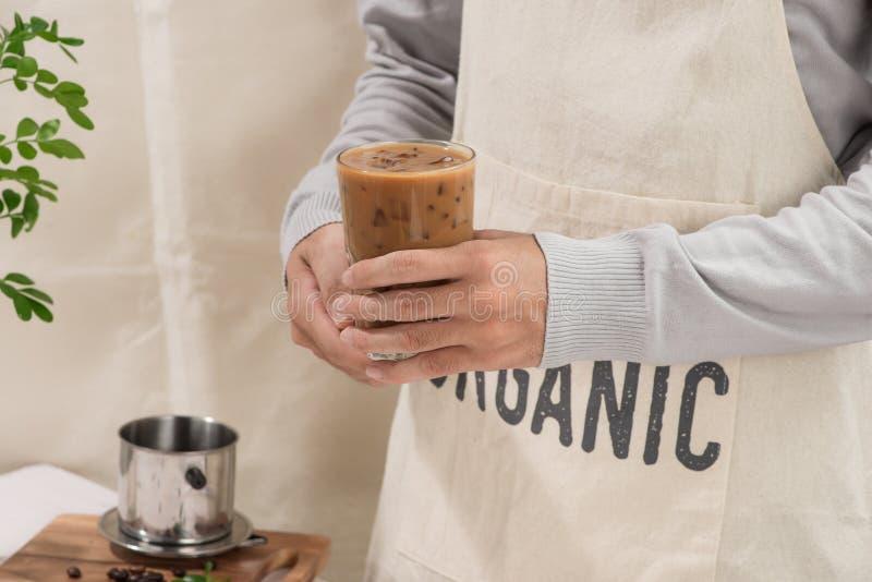 Köstlich von selbst gemachtem grüner Tee matcha Latte stockbilder
