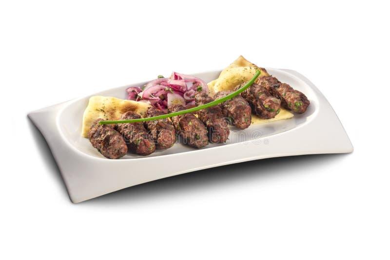Köstliche gegrillte Fleischklöschen und Nachos lizenzfreie stockbilder