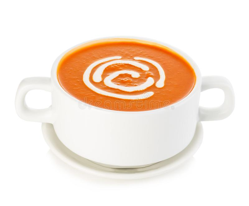 Köstliche Kürbis- und Karottensuppe mit der Sahnenahaufnahme lokalisiert auf einem weißen Hintergrund stockbild