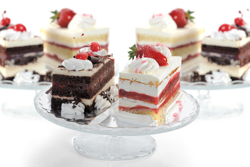 Download Köstliche Kuchen stockfoto. Bild von feinschmecker, erdbeere - 27727514
