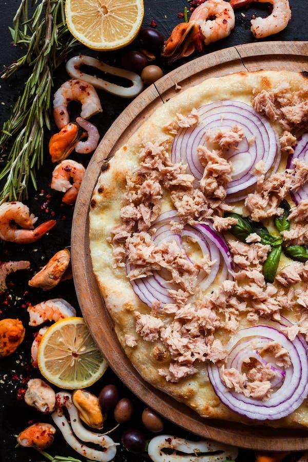 Köstliche Meeresfrüchte der lenten Mahlzeit der Thunfischpizza stockfotos