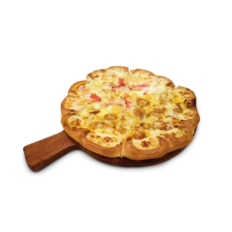 Köstliche Pizza auf hölzernem rundem Schreibtisch lokalisierte weißen Hintergrund stockfotos