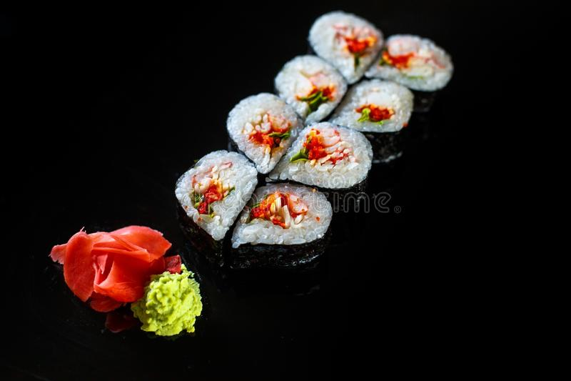 Köstliche saftige Sushi stockbild