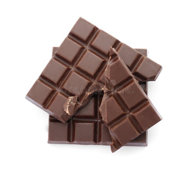 Köstliche schwarze Schokolade auf Draufsicht des weißen Hintergrundes lizenzfreie stockbilder