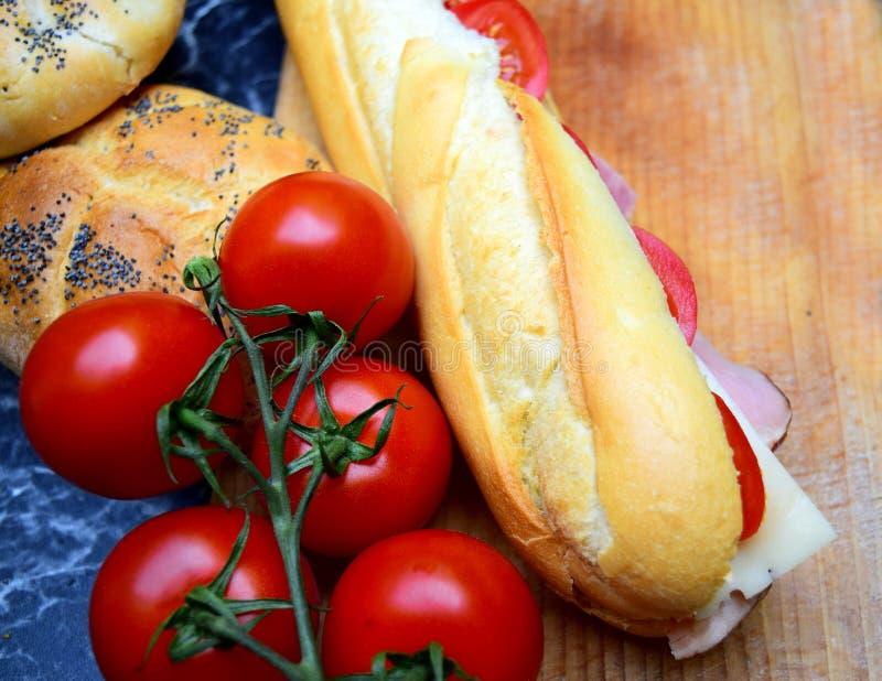 Köstliche Stangenbrotsandwiche stockfoto
