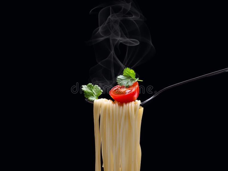 Köstliche Teigwaren und Tomate lizenzfreies stockbild