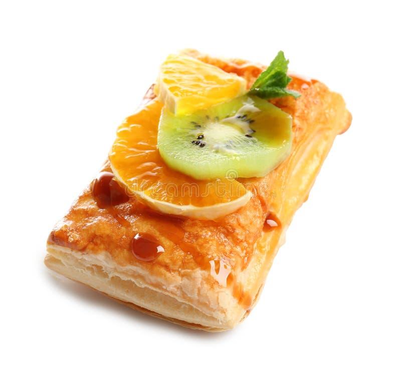 Köstlicher Blätterteig mit Früchten lizenzfreie stockfotografie