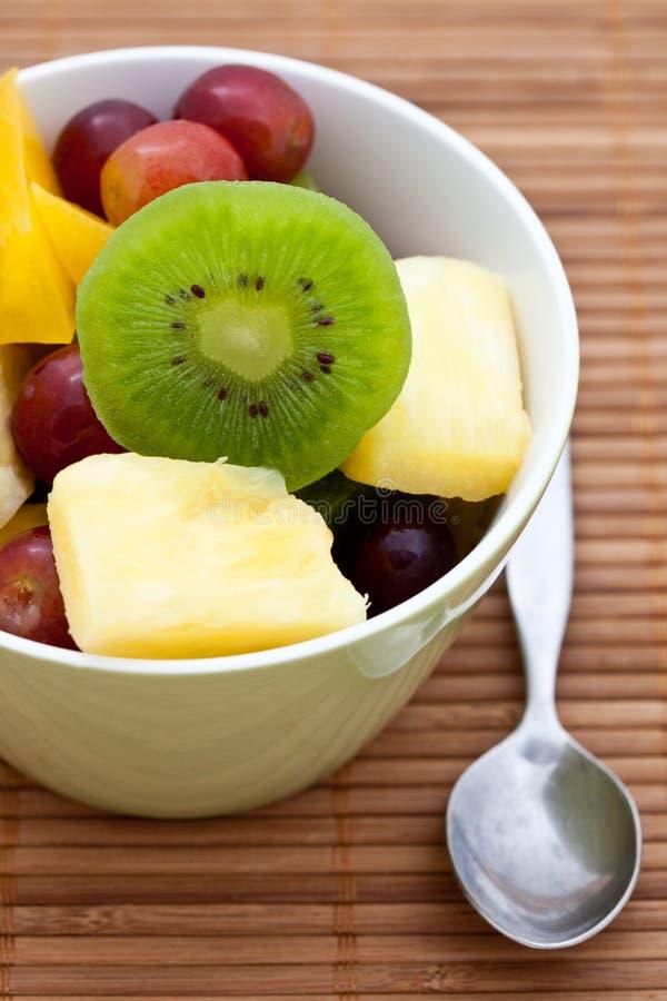 Köstlicher frischer Fruchtsalat stockfoto