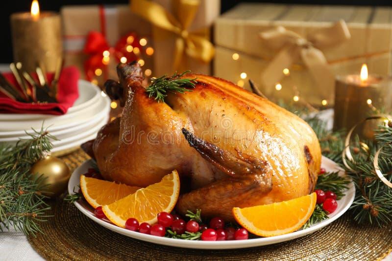 Köstlicher gebratener Truthahn diente für Weihnachtsessen lizenzfreie stockbilder