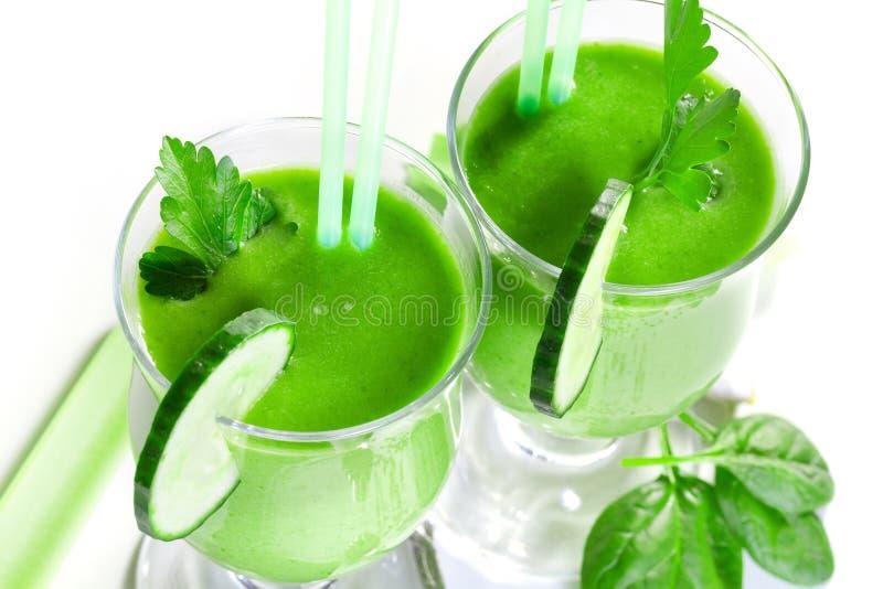 Köstlicher Gemüsesmoothie vom grünen Gemüse stockfotos
