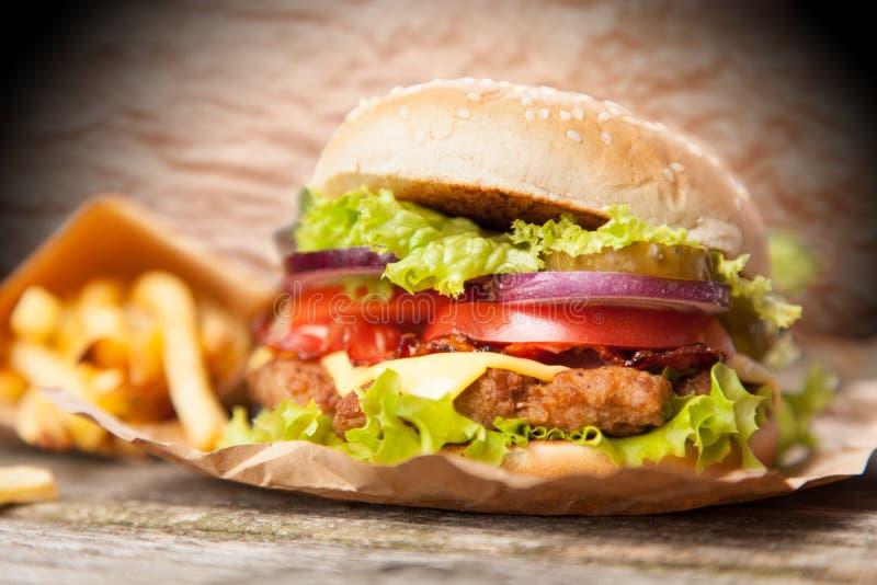 Köstlicher Hamburger und Fischrogen lizenzfreie stockfotografie