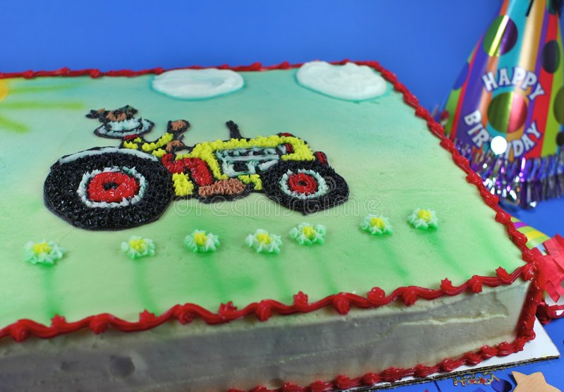 Köstlicher Kuchen mit Vereisung und Festlichkeiten stockfoto