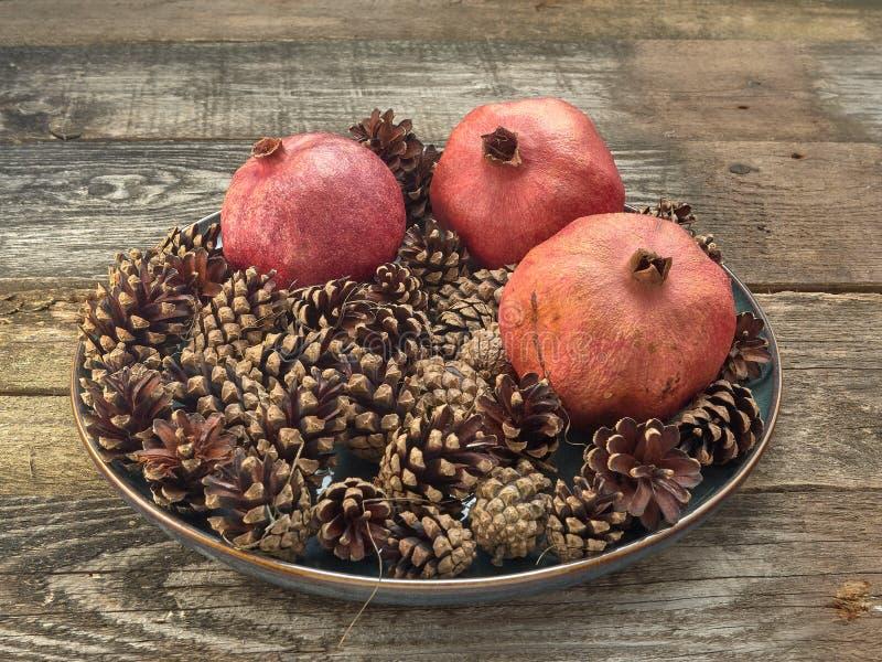Köstlicher saftiger roter Granatapfel lizenzfreie stockfotos