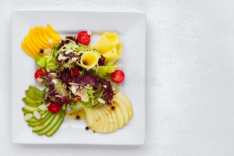 Köstlicher Salat Gesundes und geschmackvolles Lebensmittel stockfotografie