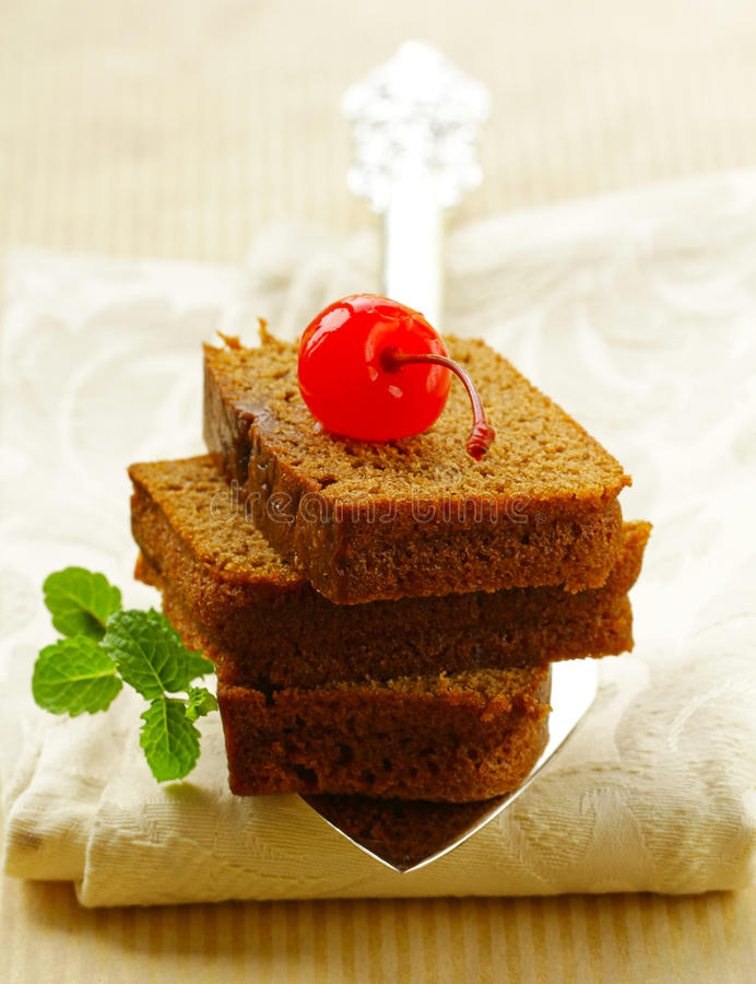 Köstlicher selbst gemachter Schokoladenschokoladenkuchenkuchen stockfotografie