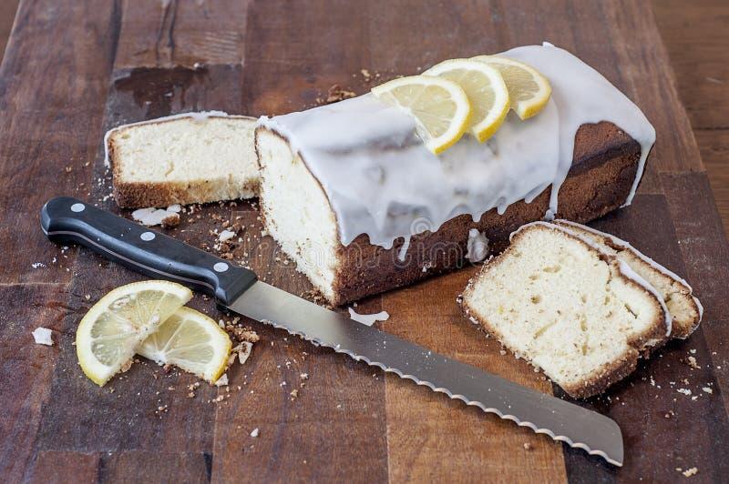 Köstlicher selbst gemachter Zitronenpudding lizenzfreie stockfotos