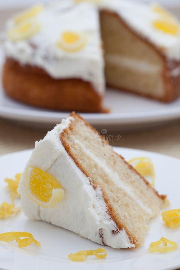 Köstlicher selbst gemachter Zitroneschwammkuchen lizenzfreie stockfotos