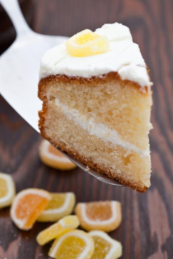 Köstlicher selbst gemachter Zitroneschwammkuchen stockfoto
