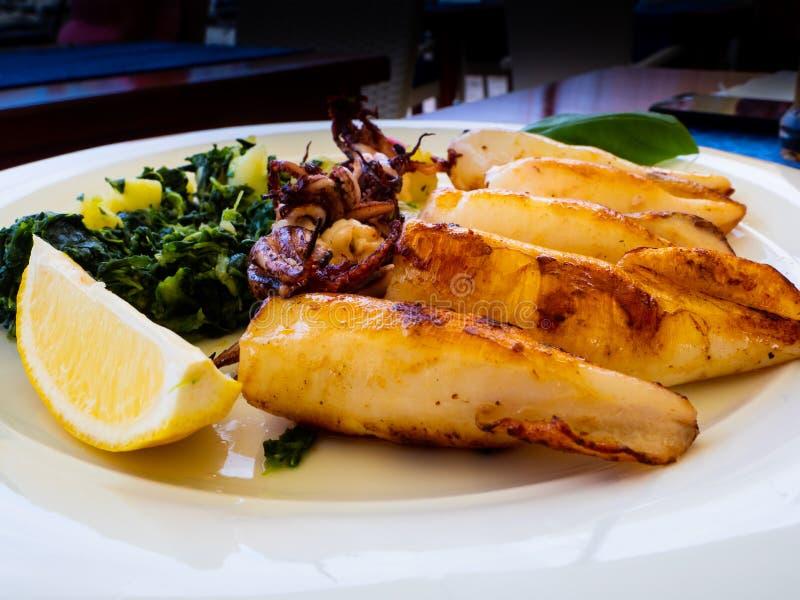 Köstlicher Teller des Mittelmeerlebensmittels stockfotos